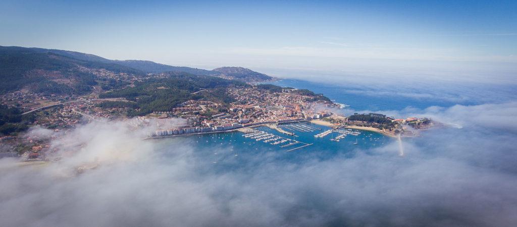 Panorámica aérea de la bahía de Baiona.© Foto 1.1 para Villa Zoila